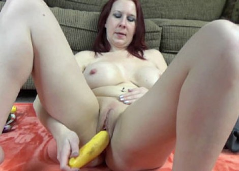 Lia Shayde is masturbating with veggies