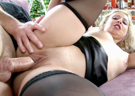 Spanish MILF Elisabeth is getting laid